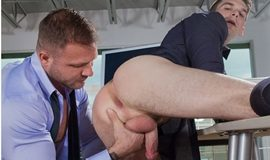 Gay Executivo - Austin Wolf fucks Dustin Holloway